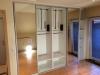 Kleerkast met garderobe-liften en banken