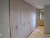 Lange dressingskast met gesloten deuren