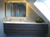 Hangende badkamerkast met ingebouwde verlichting